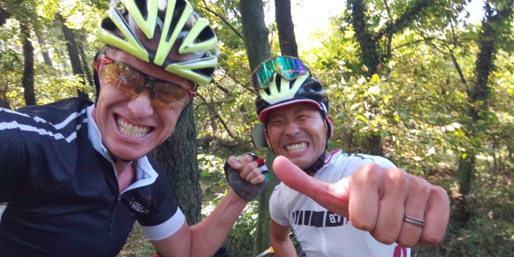 今日の CX race training でItoさんに追いつかれたけど、キャプテンは先に行ってしまったので、Itoさんとアンドリューさんでツーショット。